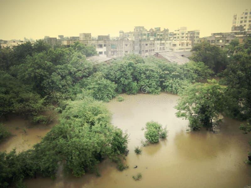Blocage pluvieux dans les villes images libres de droits