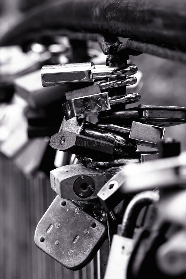 Blocages sur la passerelle photographie stock libre de droits