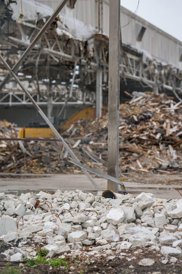 Blocaille d'entrepôt détruit par conséquence de tremblement de terre photo libre de droits