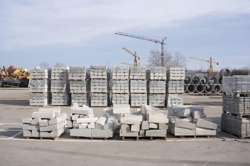 Blocchetti del cemento sul cantiere fotografia stock