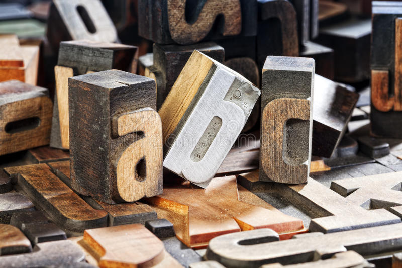 Blocchetti di stampa tipografica antichi, ABC delle lettere fotografia stock