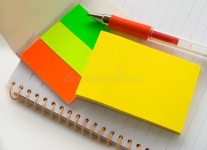Blocchetto per appunti, appunto e penna fotografia stock libera da diritti