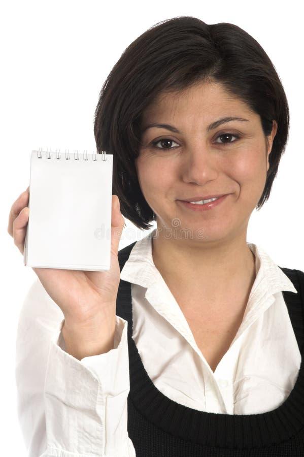 Blocchetto per appunti della holding della donna di affari fotografia stock libera da diritti