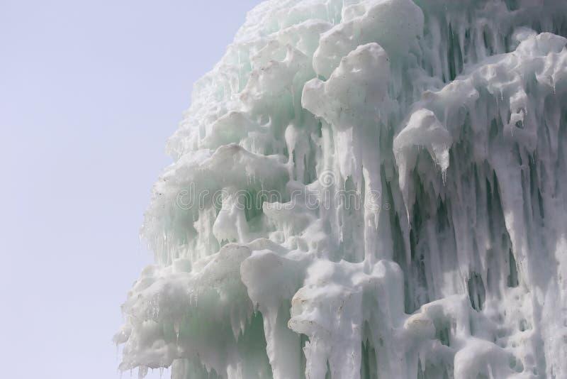 Blocchi congelati di stalattiti dei ghiaccioli del ghiaccio fotografia stock libera da diritti