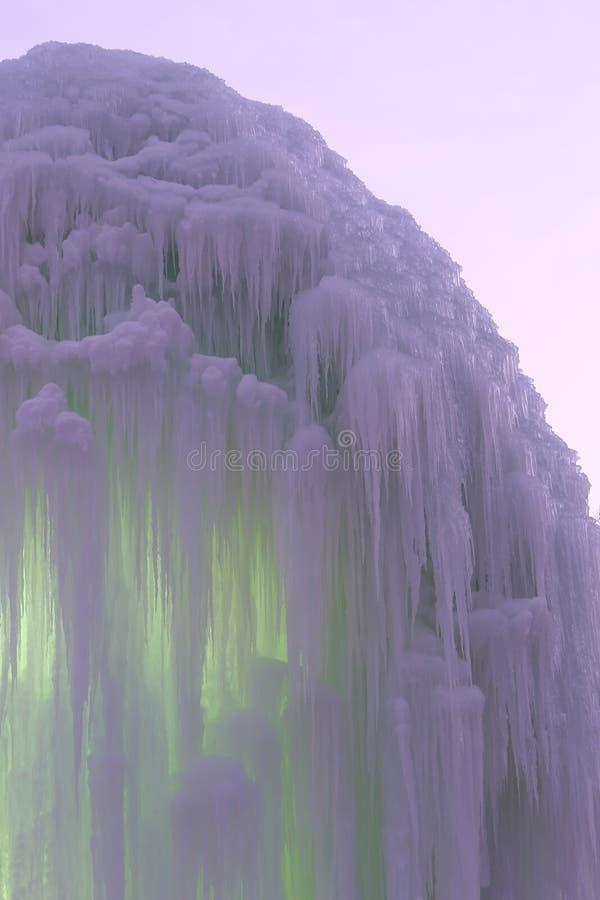 Blocchi congelati di stalattiti dei ghiaccioli del ghiaccio immagini stock