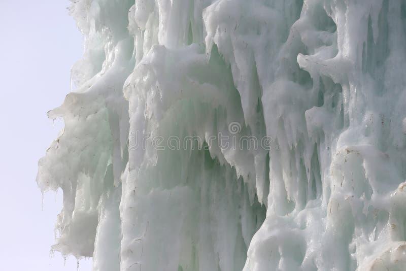 Blocchi congelati di stalattiti dei ghiaccioli del ghiaccio immagine stock libera da diritti