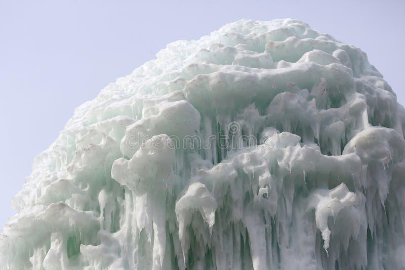 Blocchi congelati di stalattiti dei ghiaccioli del ghiaccio immagine stock