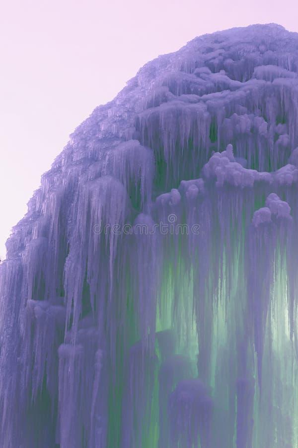 Blocchi congelati di stalattiti del ghiaccio immagine stock