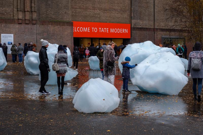Blocchi di ghiaccio giganti a Londra immagine stock