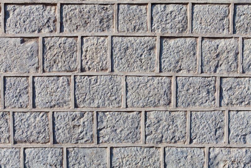 Blocchi o mattoni di pietra Graven di superficie con colata di cemento fotografia stock