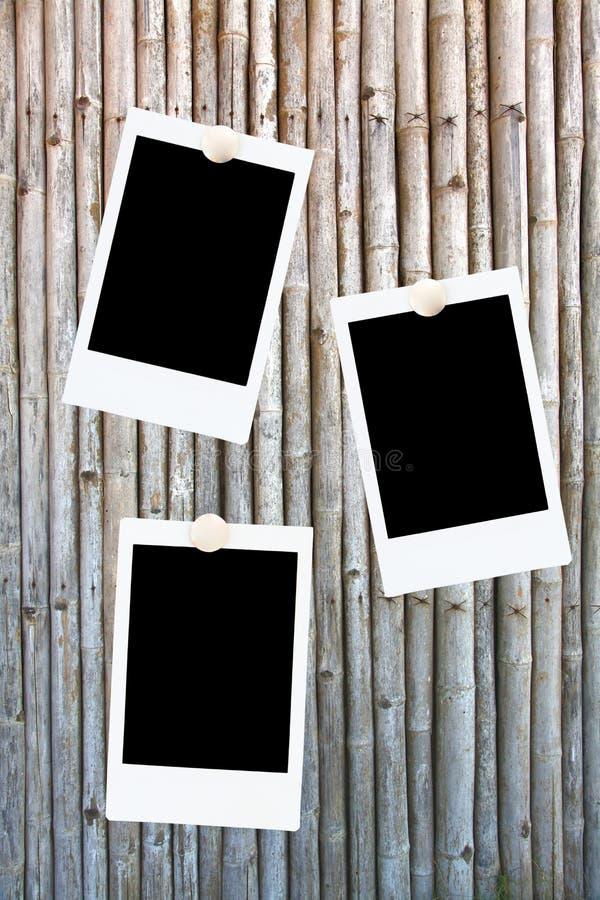 Blocchi per grafici in bianco della foto su una priorità bassa di bambù fotografia stock