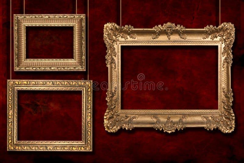 Blocchi per grafici dell'oro che pendono dal collegare Pali immagini stock