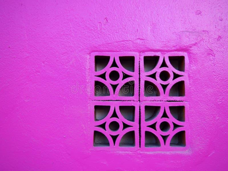 Blocco in calcestruzzo rosa sulla parete fotografia stock libera da diritti