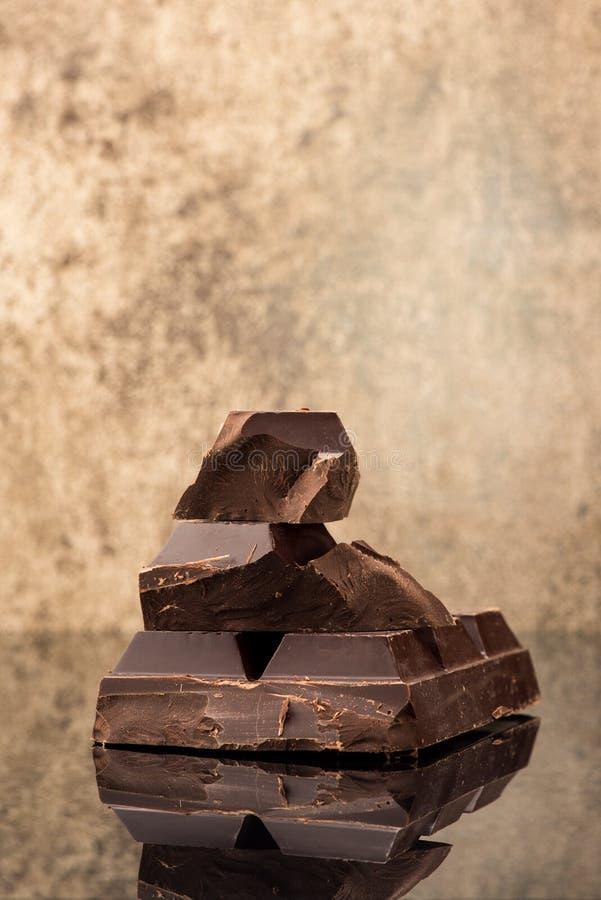 Blocco e cioccolato dei bei pezzi immagine stock