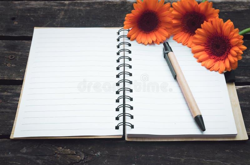 Blocco note della pagina in bianco fotografie stock