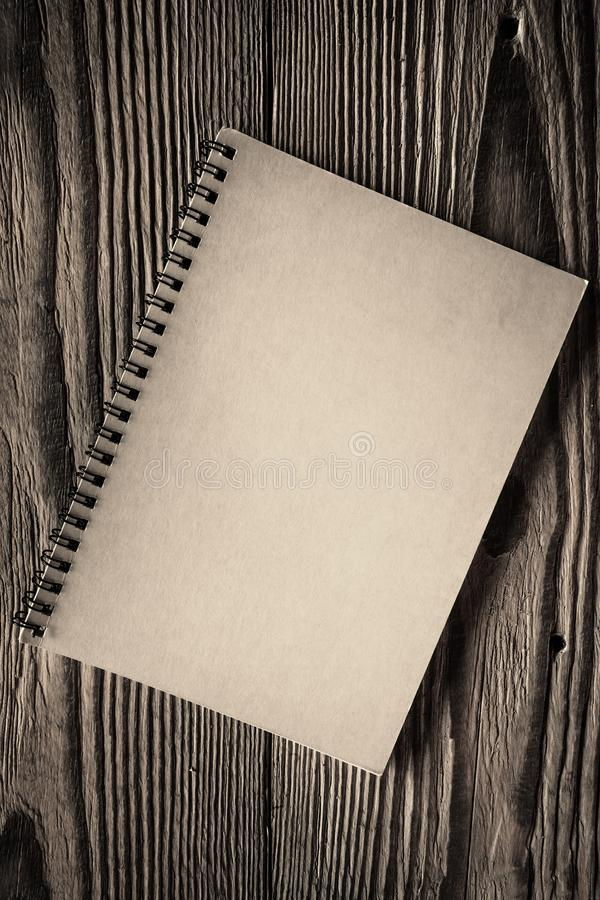 Blocco note a spirale di carta isolato fotografia stock libera da diritti