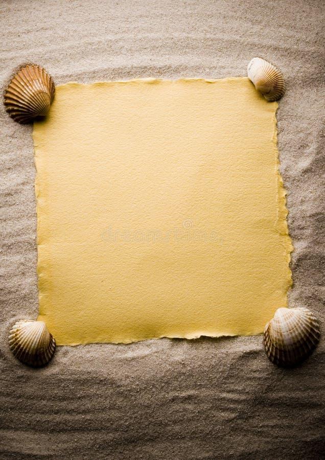 Blocco per grafici dei seashells e della sabbia immagine stock