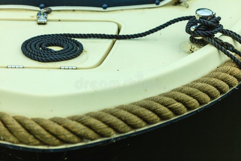 Block mit Seil Detail des Segelboots lizenzfreies stockfoto