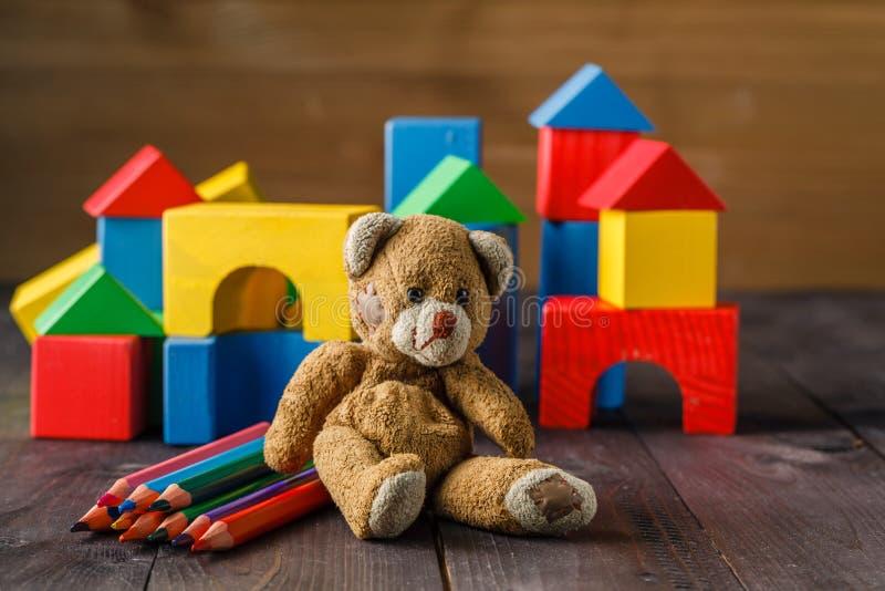 block som bygger barns färgglada trä fotografering för bildbyråer