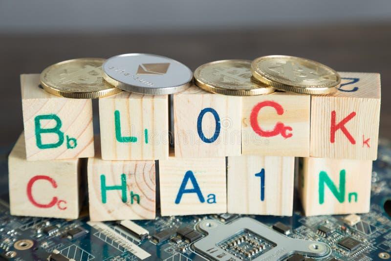 Blockchain-cryptocurrency Konzept Hölzerne Blöcke sagen Blockkette w stockfotografie