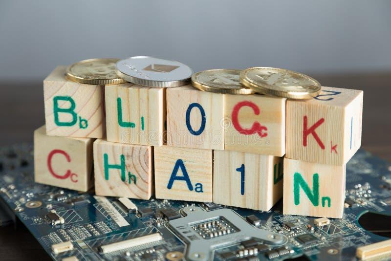 Blockchain-cryptocurrency Konzept Hölzerne Blöcke sagen Blockkette w lizenzfreie stockbilder