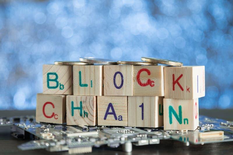Blockchain-cryptocurrency Konzept Hölzerne Blöcke sagen Blockkette w lizenzfreie stockfotos