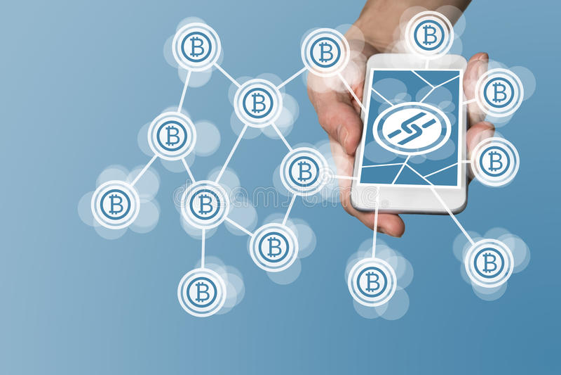 Blockchain e concetto del bitcoin con la mano che tiene Smart Phone moderno come esempio per tecnologia di tecnologia dell'aletta immagine stock