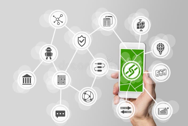 Blockchain en bitcoin concept die met hand mobiele telefoon houden stock fotografie