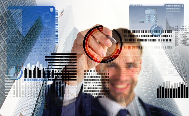 Blockchain teknologi Framtida digitala pengar Crypto valuta för investering För skärmaffär för man växelverkande faktiska diagram royaltyfria bilder