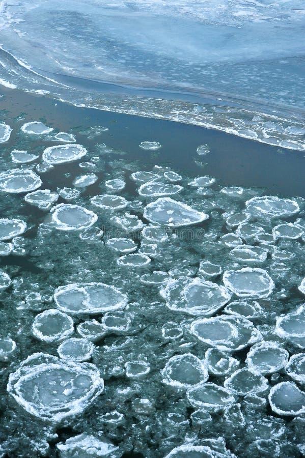 blockerar isfloden arkivbilder