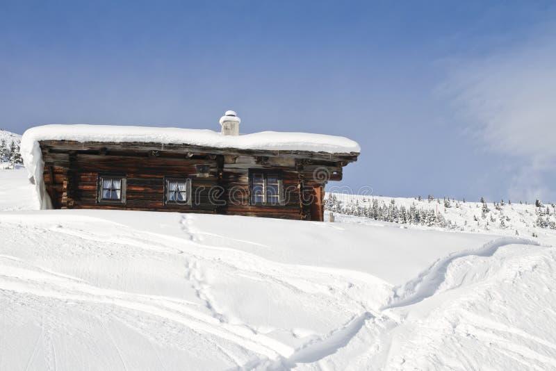 Blockhouse in der Skiregion lizenzfreie stockfotos