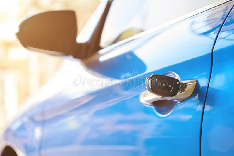 Blockierung des Autos mit Schlüssel lizenzfreies stockbild