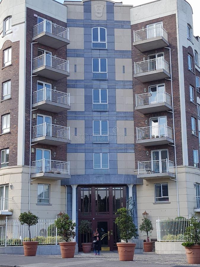 Bloco de apartamentos imagem de stock