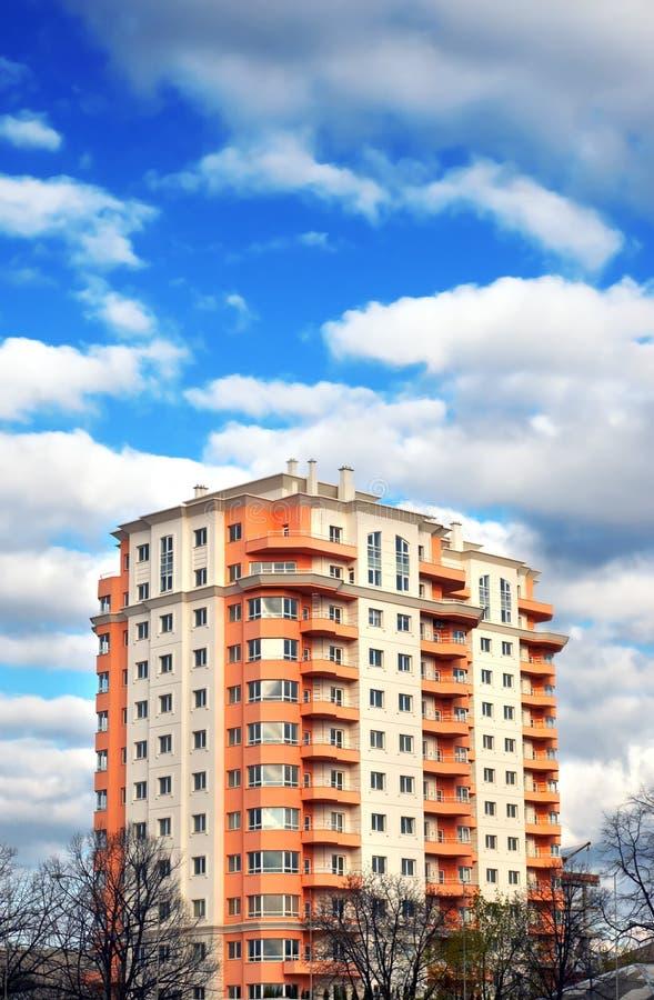 Bloco de apartamentos, casa ideal fotos de stock royalty free