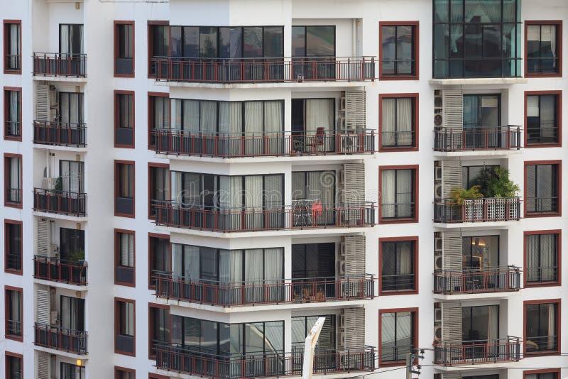 Bloco de apartamentos do apartamento ou do condomínio imagem de stock