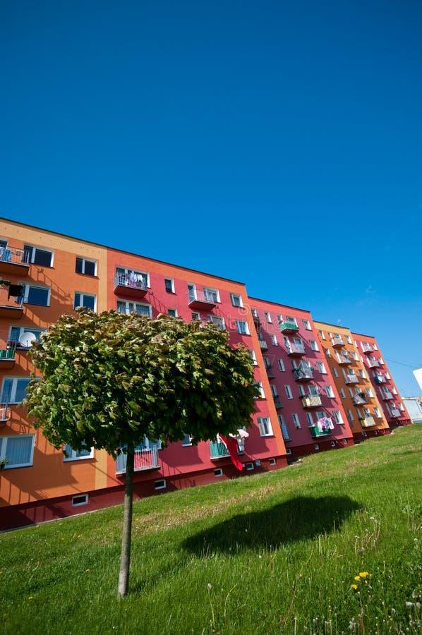 Bloco de apartamentos ecológico fotos de stock royalty free