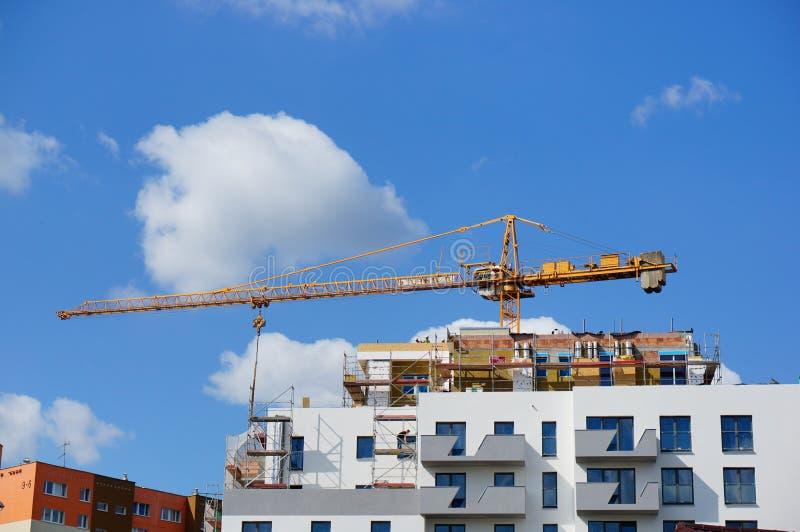 Bloco de apartamentos sob a construção foto de stock royalty free