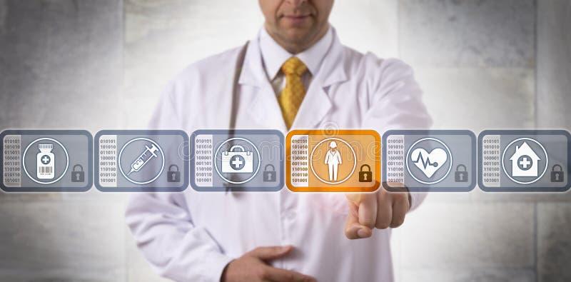 Bloco de Choosing Patient Record do médico na corrente fotografia de stock royalty free