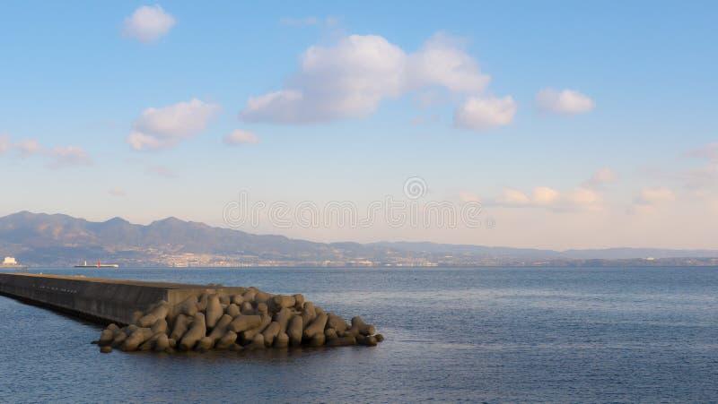 Bloco de cimento do tsunami imagens de stock