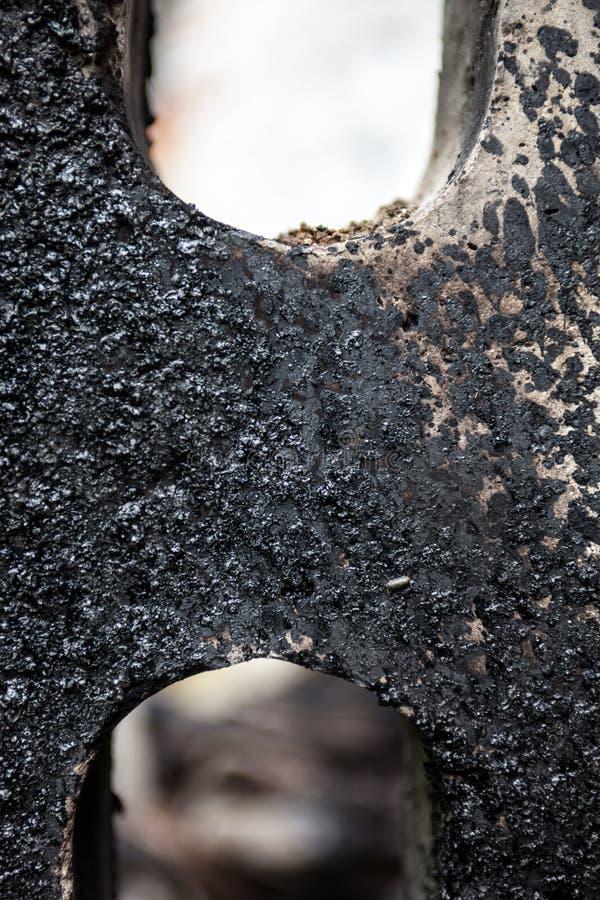 Bloco de cimento manchado com alcatrão preto imagens de stock royalty free