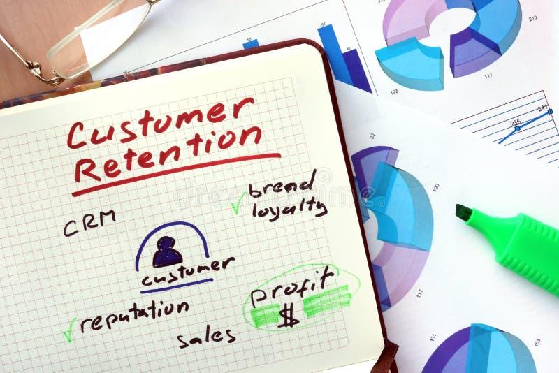 Bloco de notas com estratégias da retenção do cliente das palavras imagem de stock royalty free