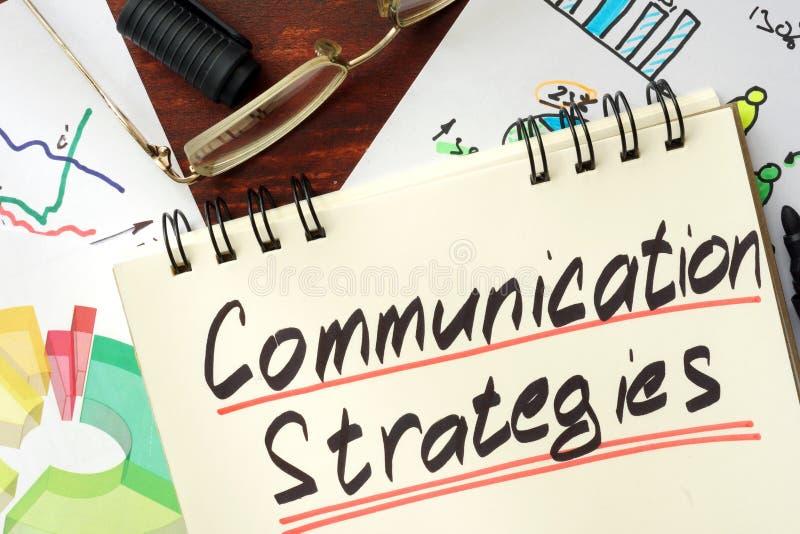 Bloco de notas com estratégias de uma comunicação do sinal fotografia de stock