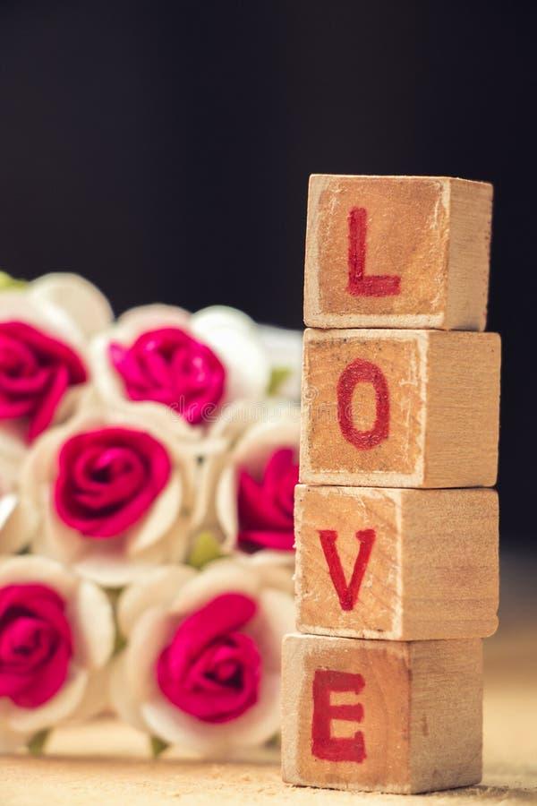 Bloco de palavra do amor imagens de stock royalty free