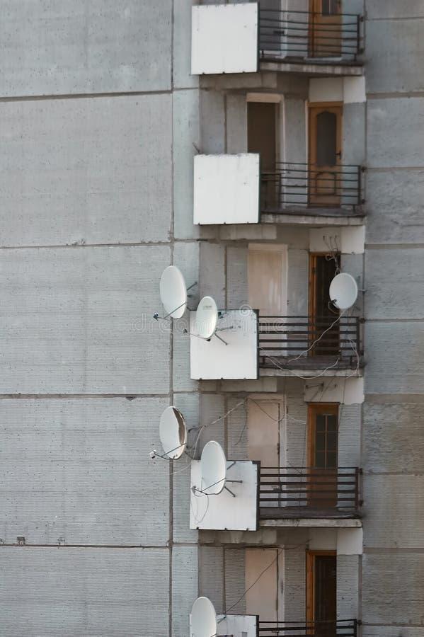 Bloco de planos com antenas de antena parabólica foto de stock royalty free