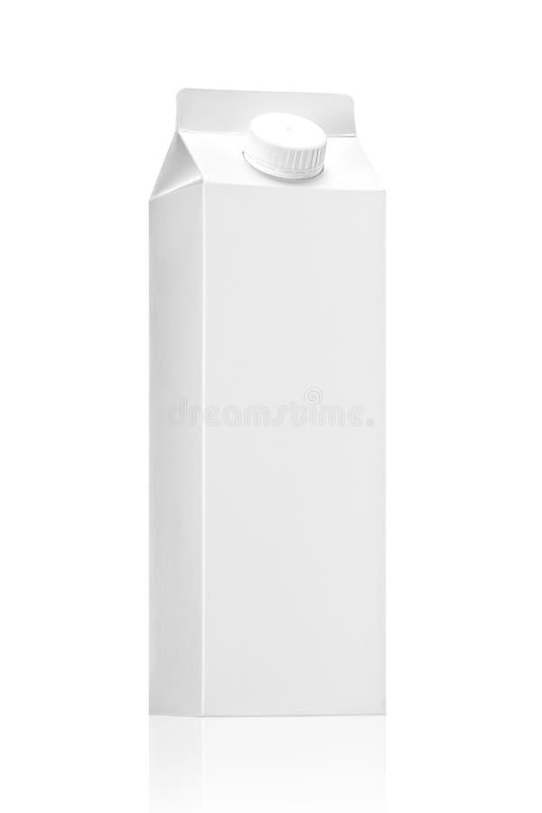 Bloco do pacote ou do suco do leite no fundo branco imagem de stock royalty free
