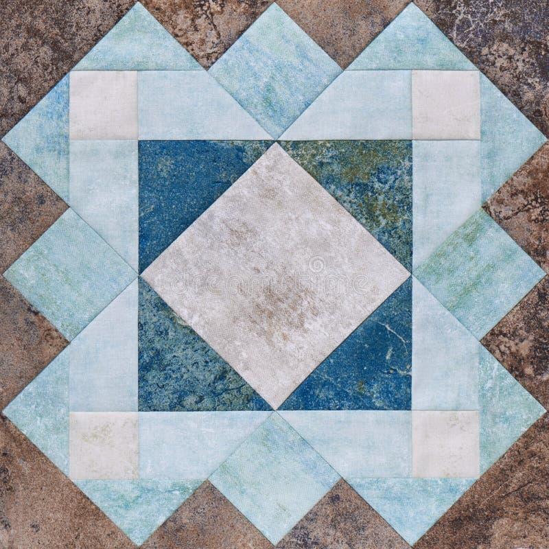 Bloco geométrico das partes de telas, detalhe dos retalhos de edredão imagens de stock
