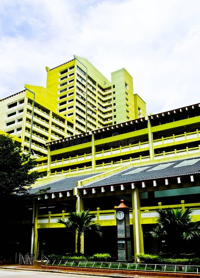 Bloco high-density colorido do alojamento em Singapura fotos de stock