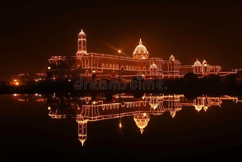 Bloco sul: Primeiro ministro de Office illuminat inteiramente fotografia de stock royalty free