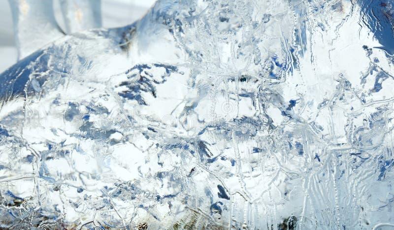 Bloco transparente glacial de gelo com testes padrões imagem de stock