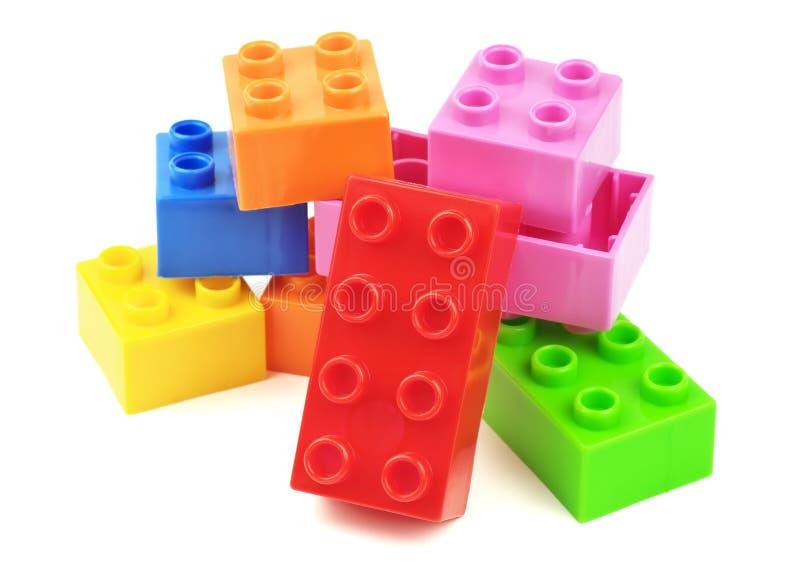 Blocos coloridos do plástico do brinquedo fotografia de stock royalty free